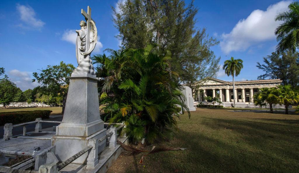 interior del Cementerio Tomás Acea