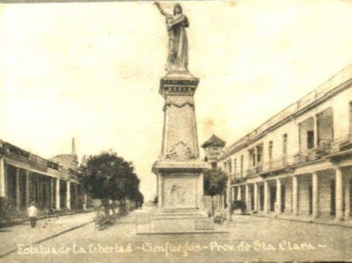 Monumento a los Mártires de la Independencia en el Paseo del Prado en Cienfuegos