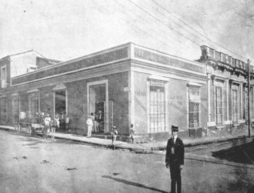 esquina de San Carlos y Hourruitiner
